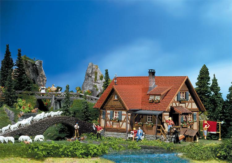 Csn faller 130270 casa meta 39 rustica e meta 39 legno for Immagini di case di montagna